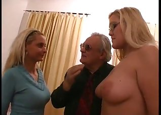 Blonde gives a gorgeous deepthroat