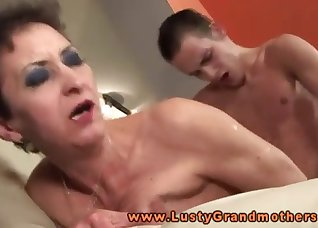 Big-bottomed hottie jumps on a big dong